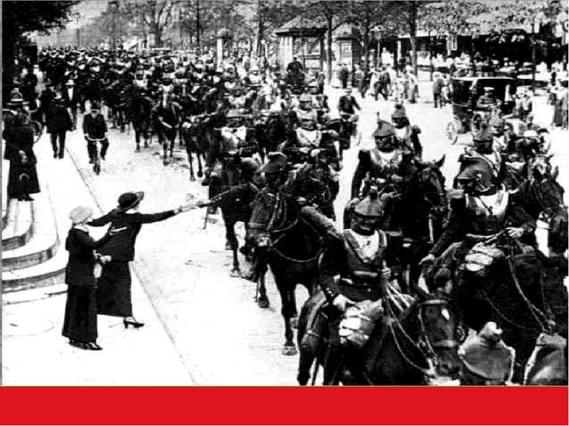 Париж, 2 августа 1914 год. Французская кавалерия перед отправкой на фронт уч...