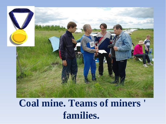 Coal mine. Teams of miners ' families.