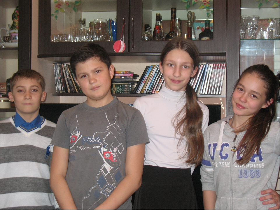 Над проектом работали: Анна Степаненко, Артем Щередин и Цапалова Валентина.