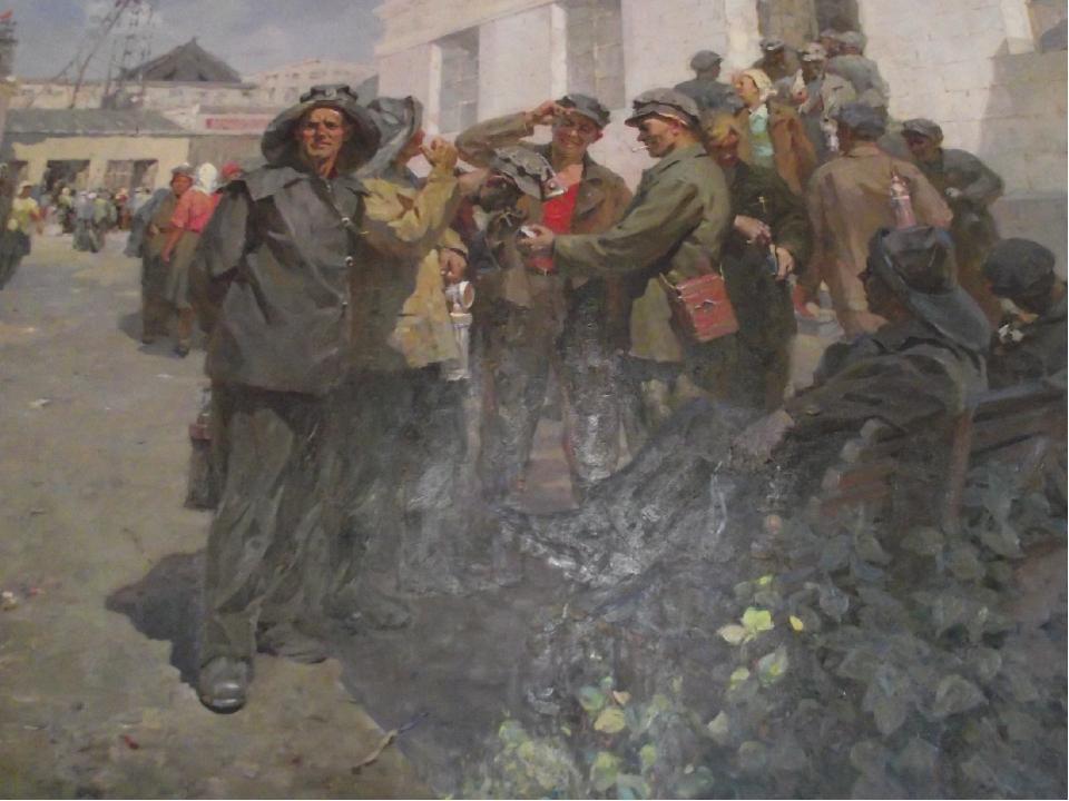 «Перед сменой. На шахтном дворе» 1957 год, холст, масло. Чуприн Н. П. (1928-...