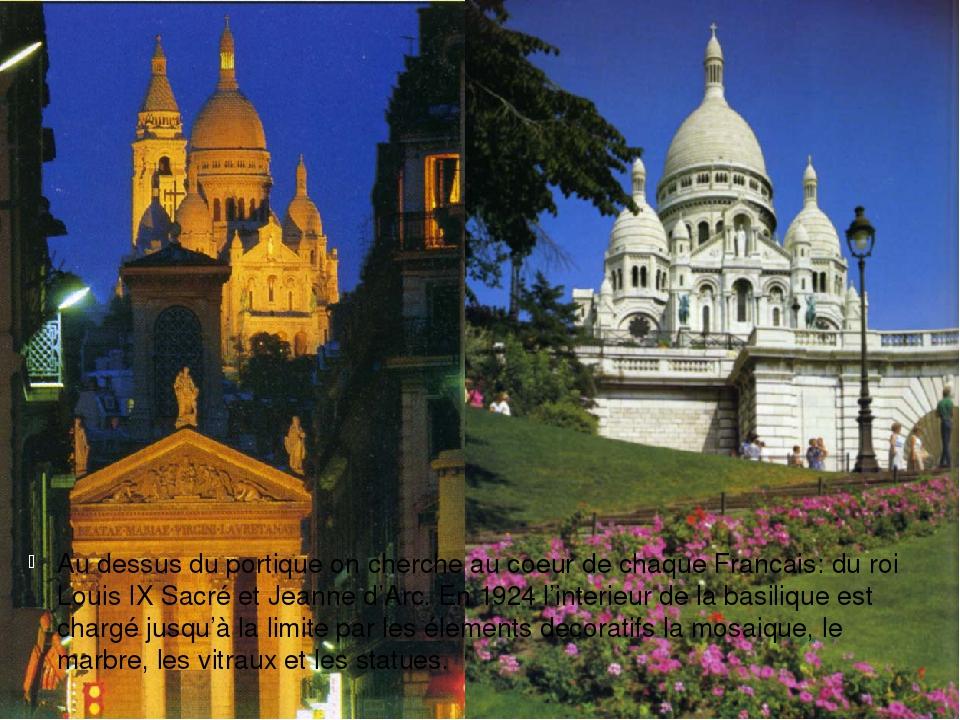 Au dessus du portique on cherche au coeur de chaque Francais: du roi Louis IX...