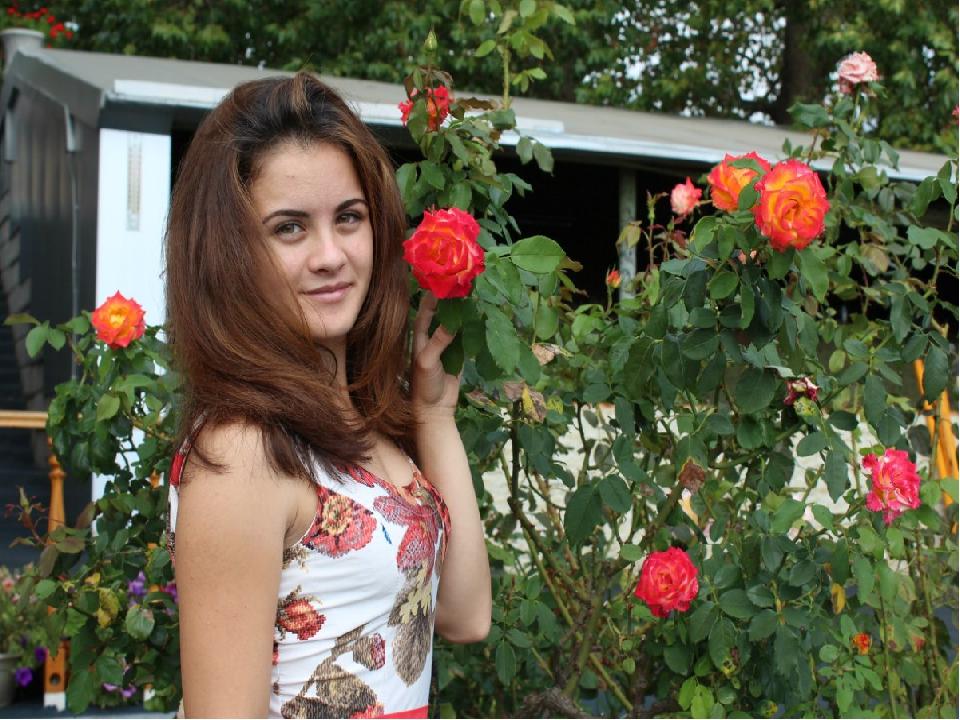 Розы Ливадии так одарили нас своей окраской, что задумываешься,