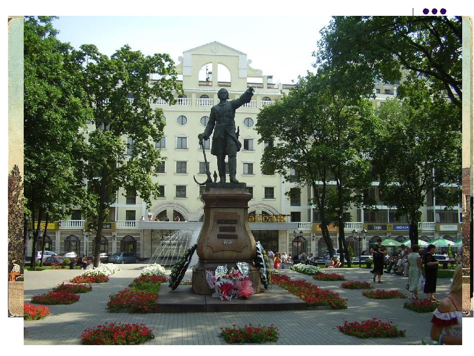 В это время все каменные здания в России строили и украшали в строгом классич...