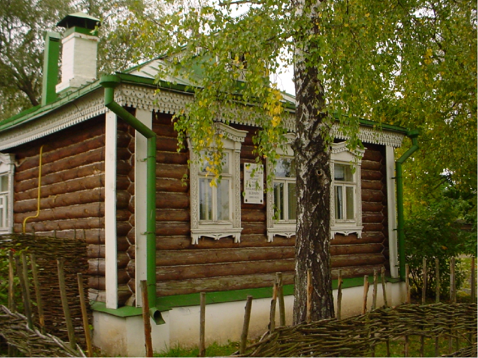 http://dic.academic.ru/pictures/wiki/files/49/179_7925_Esenin_House.jpg