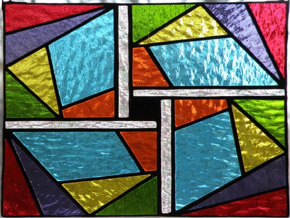 В период раннего христианства витраж представлял собой набор цветных стекол,...