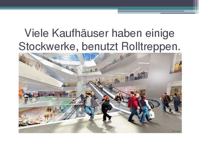 Viele Kaufhäuser haben einige Stockwerke, benutzt Rolltreppen.