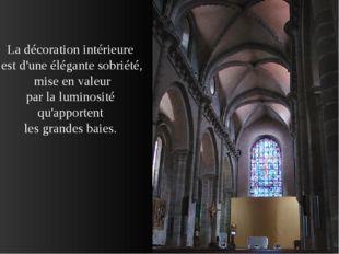 La décoration intérieure est d'une élégante sobriété, mise en valeur par la l