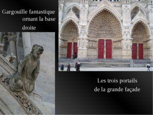 Les trois portails de la grande façade Gargouille fantastique ornant la base