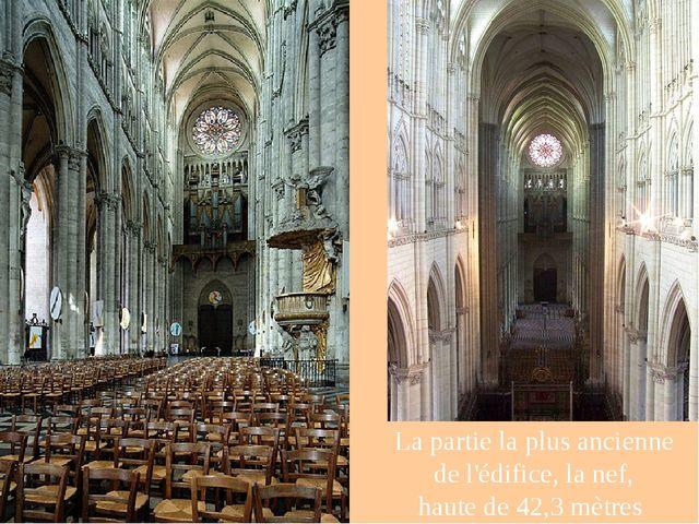 La partie la plus ancienne de l'édifice, la nef, haute de 42,3 mètres