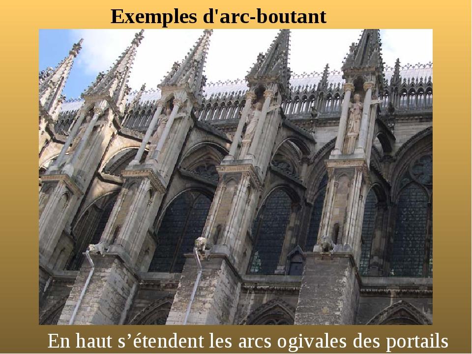 Exemples d'arc-boutant En haut s'étendent les arcs ogivales des portails