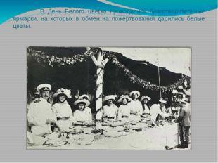 В День Белого цветка проводились благотворительные ярмарки, на которых в обм