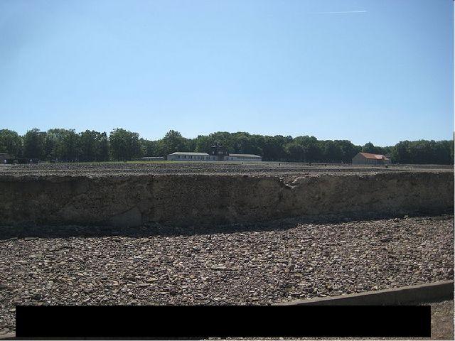 На этой территории были расположены бараки Концентрационного лагеря Бухенвальд