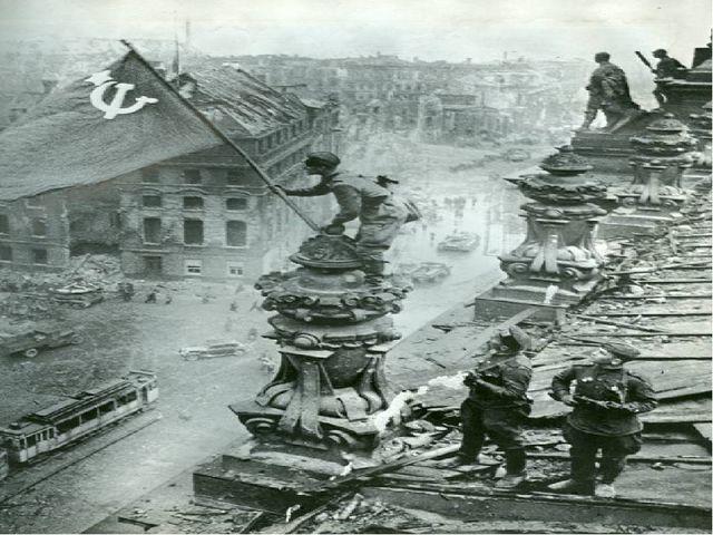 8 мая в пригороде Берлина, Карлсхорсте, немецкий фельдмаршал, бывший начальни...