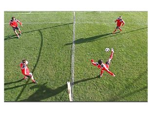 Максимальное число касаний мяча игроком(ами): синглы: 2, пары: 3, тройки: 3.