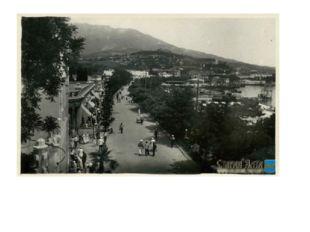 """Вид на набережную с балкона бывшей гостиницы """"Мариино« 30-е"""