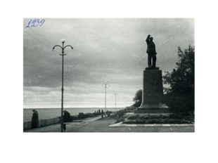 Еще 1 самый первый памятник Ленину 1939
