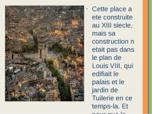 Cette place a ete construite au XIII siecle, mais sa construction n etait pas
