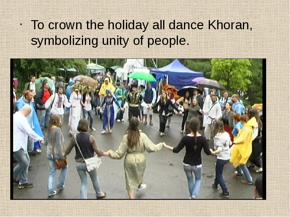 To crown the holiday all dance Khoran, symbolizing unity of people.