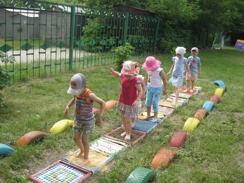 Благоустройство детского участка своими руками