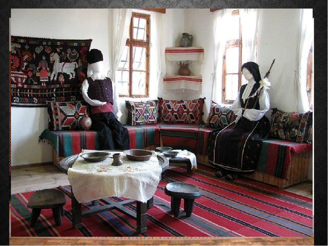Первые колонии болгар появились под Симферополем, в Балта - Чокраке (нынешний...