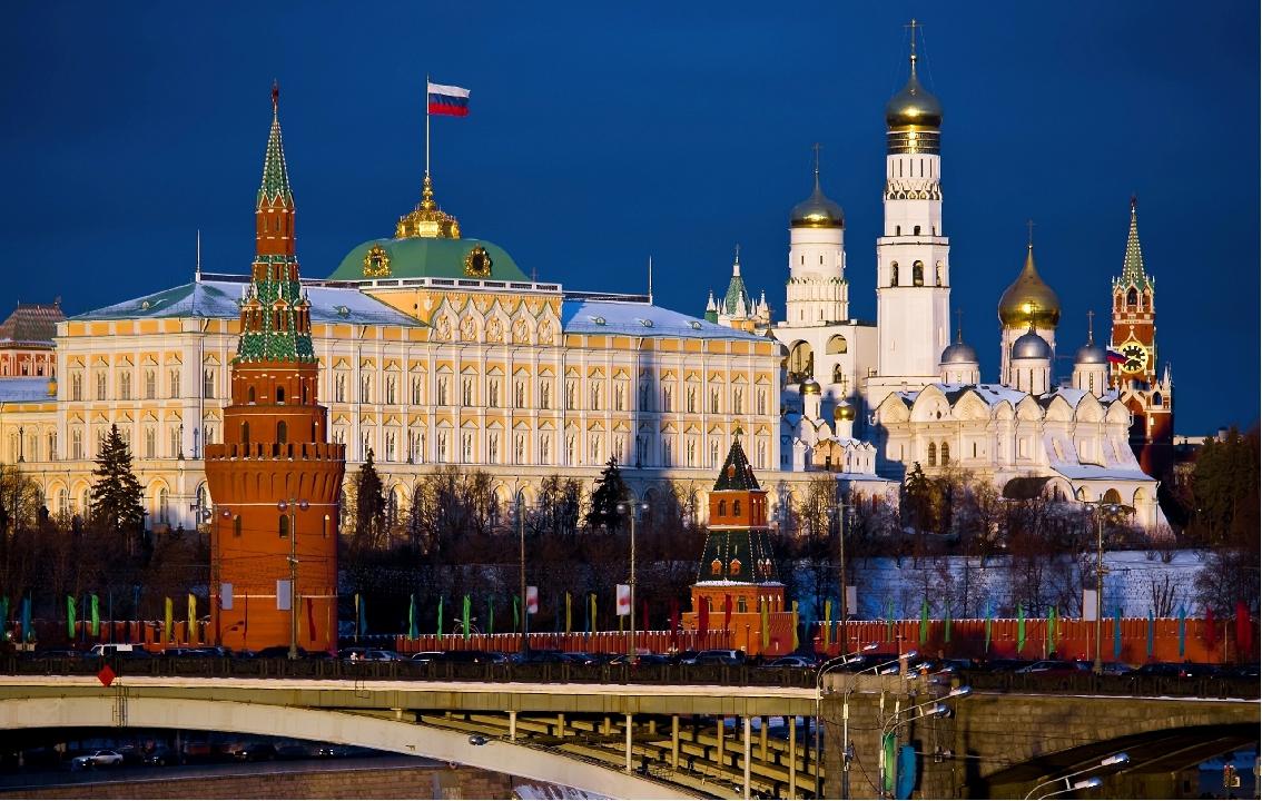 Здесь Кремль, Здесь Воробьевы горы И площадь Красная видна, Такой большой ста...