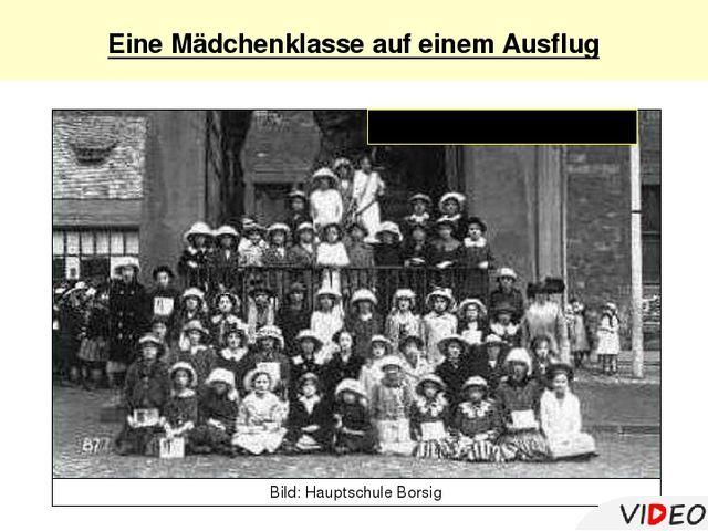 Eine Mädchenklasse auf einemAusflug 60 Mädchen oder Jungen Bild: Hauptschul...