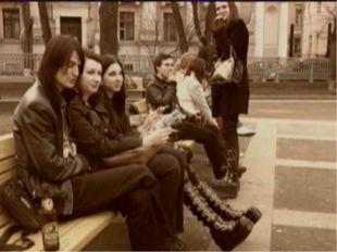 В самом конце 70-х панк-волна в Англии начала утихать, панк, стал видоизменят