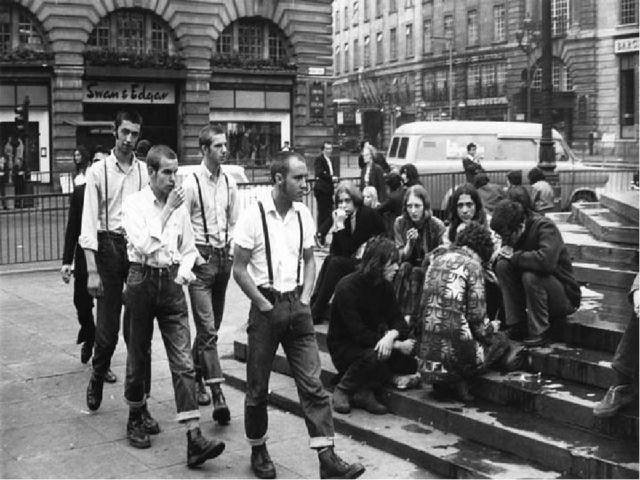 Cкинхеды возникли в конце 50-х - в 60-е (точной даты нет) как сплав культур м...