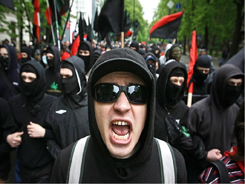 В конце 80-х, в начале 90-х скинхед культура полностью приняла фашистские взг...