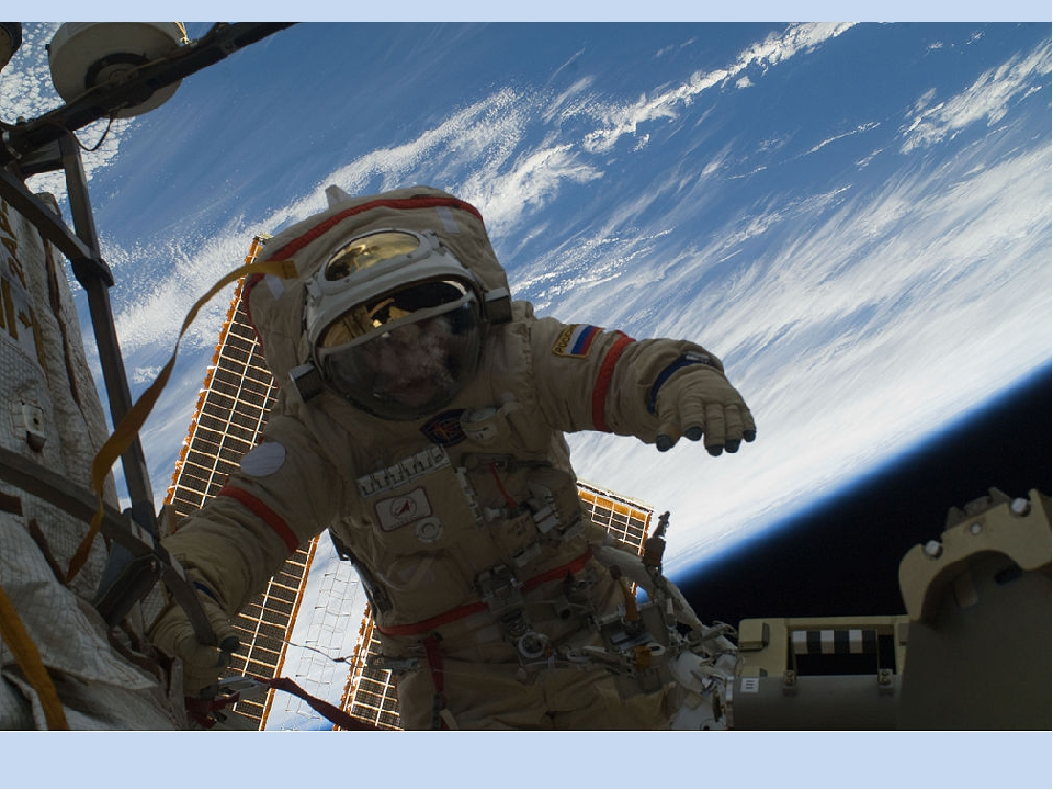 18.03.1965г. – первый выход человека в космос