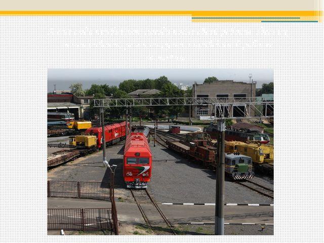 А еще сюда прибывают поезда после своей работы, здесь их осматривают, ремонти...