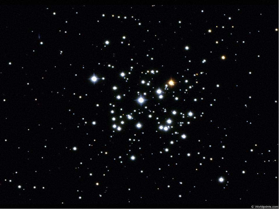 Когда наступает вечер небо темнеет и на нём появляются звёзды.