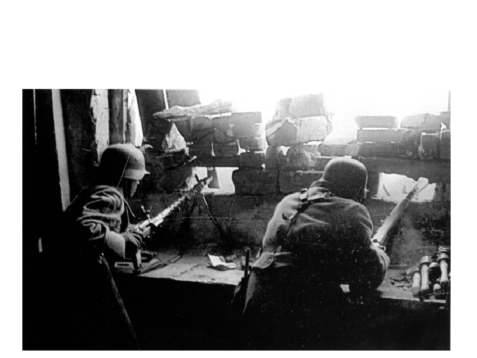 Позиция немецкого пулеметного расчета в одном из домов Сталинграда