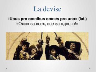 La devise «Unus pro omnibus omnes pro uno» (lat.) «Один за всех, все за одног