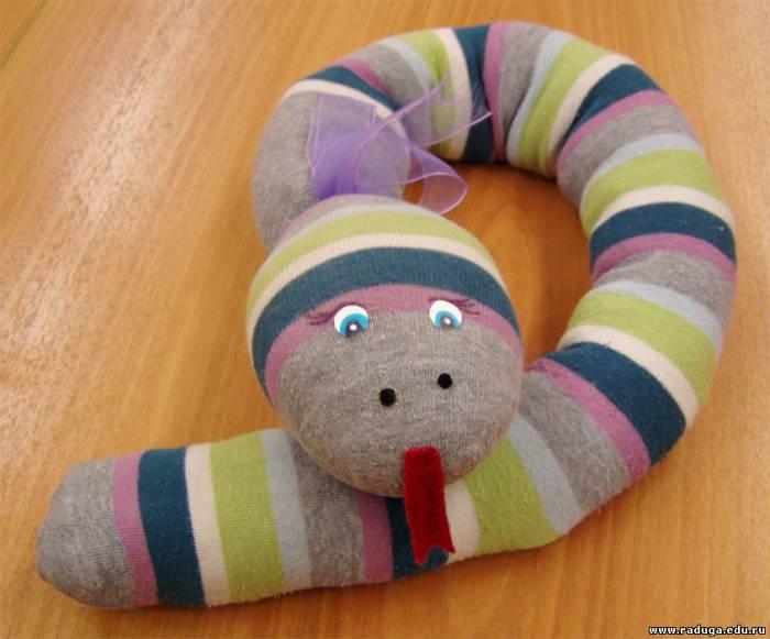 Как сделать игрушку змею