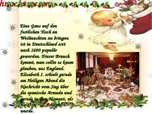 Weihnachtsessen Eine Gans auf den festlichen Tisch an Weihnachten zu bringen