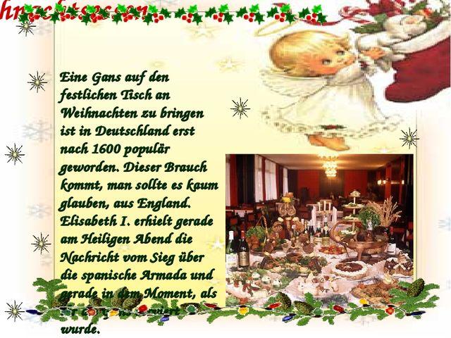Weihnachtsessen Eine Gans auf den festlichen Tisch an Weihnachten zu bringen...