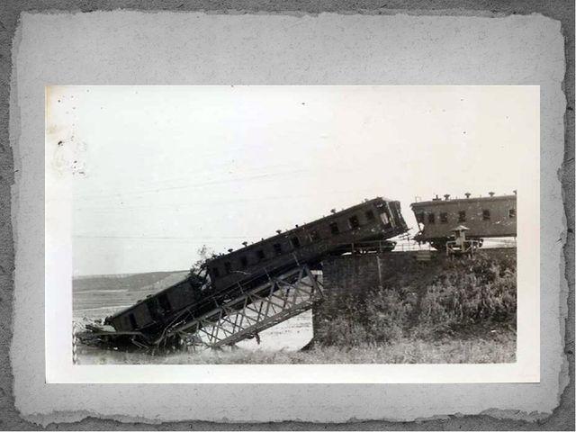 Фашисты уничтожили 65 тысяч километров железнодорожных путей.