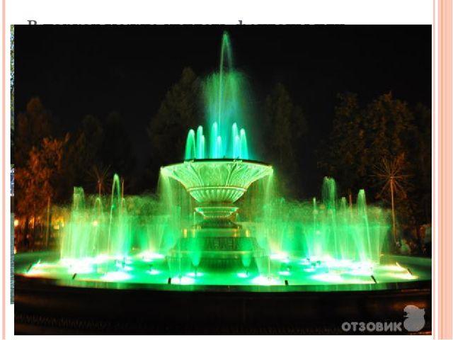 В парках можно увидеть фонтаны или мраморные скульптуры.