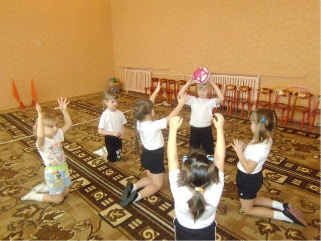 Упражнения выполняются стоя, сидя, лежа и в разных направлениях.