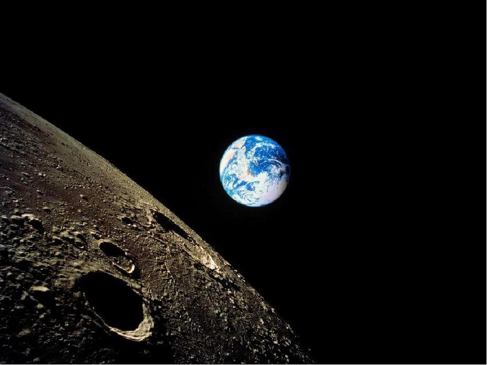 Луна́— единственный естественныйспутникЗемли. Второй по яркости объект на...