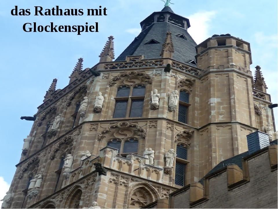 das Rathaus mit Glockenspiel
