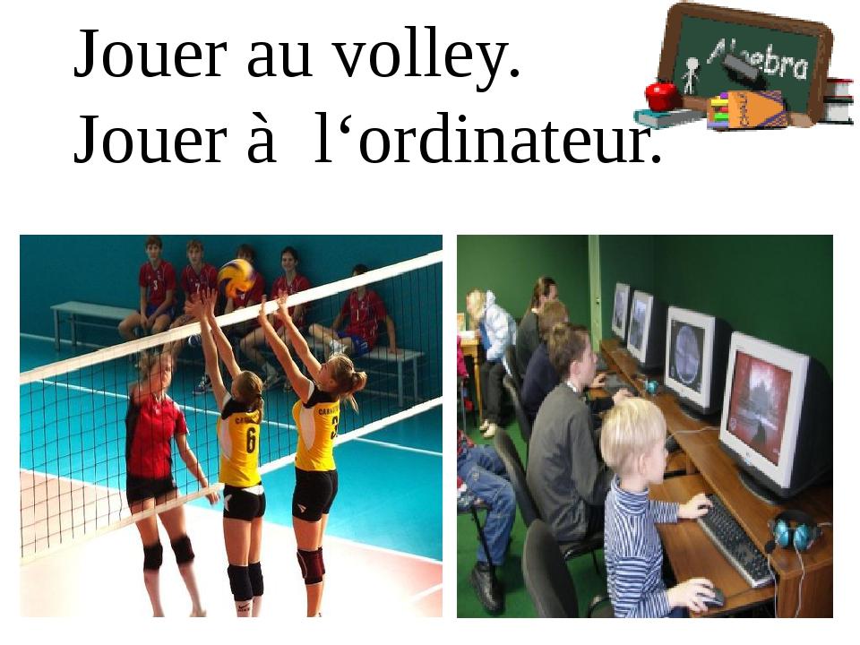 Jouer au volley. Jouer à l'ordinateur.