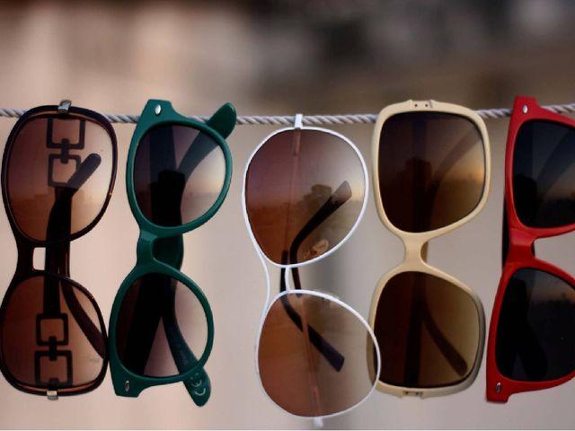 Современные очки Очками со специальными линзами пользуются, когда параметры з...