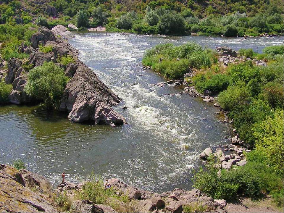 Внутренние воды К рекам Украины относятся – Днепр, Южный Буг т Дунай. Много р...