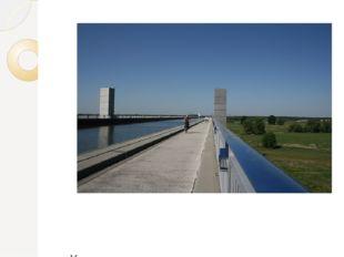 Мост открыт для туристов, на нем есть пешеходные и велосипедные дорожки, сто