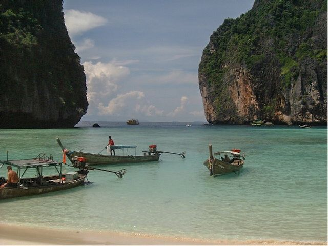 Остров Пхи-Пхи Стремительно развиваясь, сегодня он представляет собой курортн...