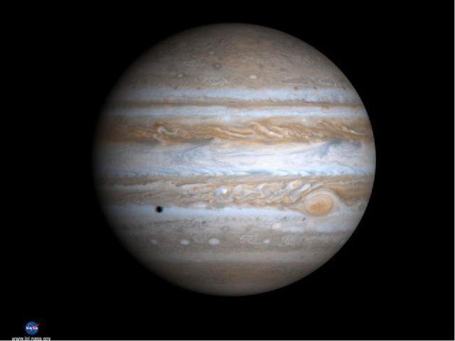 Пять … Юпитер Состоит самая большая планета Солнечной системы из жидкости и г...