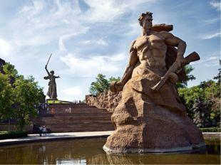 15 ноября 1967 года на Мамаевом кургане был открыт памятник-ансамбль.