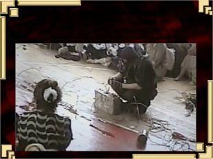 В спортзале взрывчатка была разложена на стульях и подвешена на баскетбольные
